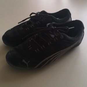 Women's Puma Lifestyle shoes. Size 6